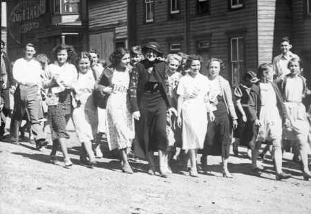 Mrs. Gifford Pinchot Marches with Strikers